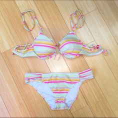 Victoria's Secret bikini, small 34b. Cute bikini by VS. Bottoms are sz small, top is a 34b. Top has a small mark on the inside of one cup, does not show. This suit is also a little faded - reflected in the price. Otherwise it's great!  Thanks! Victoria's Secret Swim Bikinis