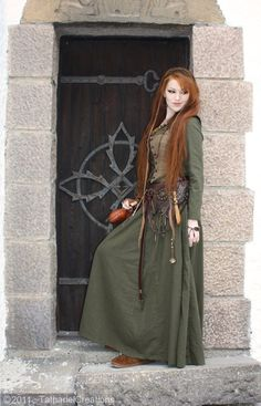 ✯Tathariel✯ I love her accessories and detail.. leatherwork.. nice