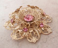 Gold Filigree Brooch Pin Pink Rhinestones Layered Starburst Flower Vintage by cutterstone on Etsy Pink Jewelry, Old Jewelry, Antique Jewelry, Vintage Jewelry, Rhinestone Jewelry, Felt Brooch, Brooch Pin, Vintage Rhinestone, Vintage Brooches
