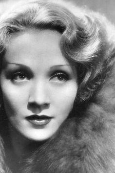 sourvix:    Marlene Dietrich, Shanghai Express — 1932