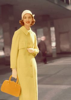 Here is a colorful fashion collection of vintage female coats in the 1950 1950 1950 1950 1951 Vintage Fashion 1950s, Retro Fashion, Womens Fashion, Yellow Fashion, Colorful Fashion, Vestidos Pin Up, Fashion Models, Fashion Outfits, Fashion Images