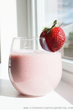 Clean Eating Recipe – Strawberry and Banana Smoothie | Clean Eating Recipes - Clean Eating Diet Plan Made Easy