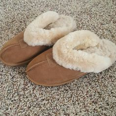 Ugg Australia Slippers These have only been worn a few times. In excellent condition. UGG Shoes Slippers