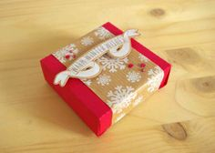Christmas gift box for CAS-ual Fridays. Stambs by @casualfridaysstamps and @Wplus9 Design Studio  Box die cut with @Silhouette America Cameo