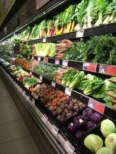 Wholefoods - London - Kensington High Street - Fresh Food - Grocery Retail - Retail Theatre - Layout - Landscape - Fixtures - Fittings - V… in 2020 Fruit And Veg, Fruits And Vegetables, Fresh Fruit, Healthy Prawn Recipes, Healthy Food List, Visual Merchandising, Organic Food Market, Vegetable Shop, Food Retail