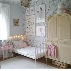 @mag.interior on Instagram #barnrum#flickrum#barnerom#jenterom#kidsroom#girlsroom#barnrumsinspo#barneromsinspo#kidsroomdecor#cabinet#skåp#mimou#myfavinterior#interiorinspogroup#designstyleliving#interior#interiör#interiør#interiors#inredning#inredningsinspo#nordicinterior#skandinaviskahem#skandinaviskahjem#roomdecor