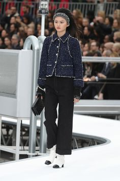 Chanel vai a corrida espacial dos anos 60 no desfile de inverno 2018 - Vogue | Desfiles