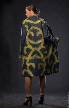 Купить или заказать Двустороннее пальто Барокко в интернет-магазине на Ярмарке Мастеров. Авторское валяное пальто, стильное, роскошное и невероятно удобное. Мягкий струящийся войлок, мягкий блеск, модный силуэт, красивая фактура. С успехом можно носить на обе стороны, каждая из них имеет собственное настроение и позволяет создать разные комплекты с юбками и брюками.
