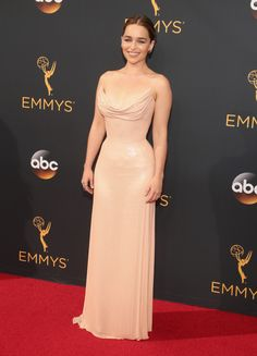 Emilia Clarke In Atelier Versace / Red Carpet Looks From Emmy Awards 2016