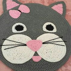 Bom dia❗😻 Olhem essa opção mais fofa de #tapete de #gatito. @madeit_bysurowiec  #crochet #craft #handmade #artesanato #feitoamão #fiodemalhaecologico #fiodemalha #instacrochet #crocheting #knitting