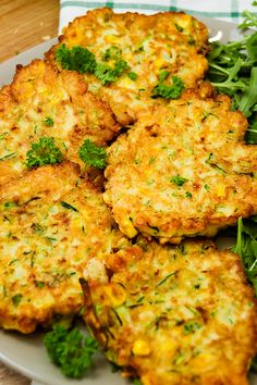 Chickpea, zucchini fritters – Prosto w Smak Zucchini Fritters, Tandoori Chicken, Tofu, Broccoli, Cauliflower, Diet, Vegetables, Cooking, Ethnic Recipes