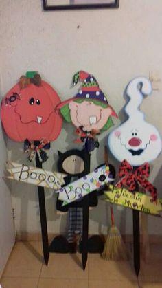 Halloween Pallet Signs, Dulceros Halloween, Halloween Wood Crafts, Adornos Halloween, Halloween Patterns, Halloween Season, Halloween Projects, Holidays Halloween, Fall Crafts