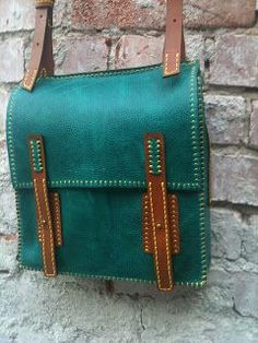 messenger bag Love the colour http://leatherbagsformen.net