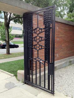 Gate. Robie House. Prairie Style. Frank Lloyd Wright. 1910. Chicago, Illinois