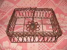 RUSTIC PRIMITIVE COUNTRY WIRE METAL FLOWER NAPKIN HOLDER CADDY ~NEW ITEM~