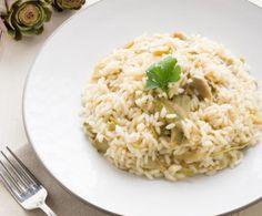 Il risotto ai carciofi è uno dei primi piatti più famosi della tradizione italiana, in quanto consente di unire i carboidrati alle verdure in modo impeccabile.