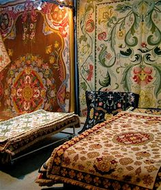 store feel _ Tapetes de Arraiolos - Traditional rugs from Arraiolos, Alentejo, Portugal