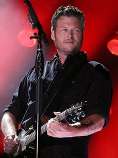 Blake Shelton Sexy Man Live Great Songwriter Singer Ever Country Music Bands, Best Country Music, Country Music Artists, Country Music Stars, Country Boys, Blake Shelton Baby, Blake Shelton Gwen Stefani, Gwen Stefani And Blake, Black Shelton