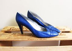 vintage high heels shoes cobalt blue leather by diaphanousvintage