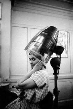Sofia loren getting her hair done