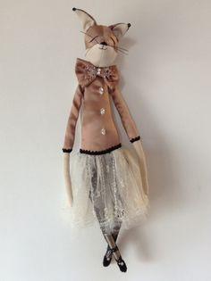 Ivelina Lady Fox by Alice Mary Lynch