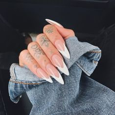 Prized by women to hide a mania or to add a touch of femininity, false nails can be dangerous if you use them incorrectly. Types of false nails Three types are mainly used. Pointy Nails, Aycrlic Nails, Dope Nails, Hair And Nails, Glitter Nails, Oval Nails, Long Almond Nails, Almond Acrylic Nails, Best Acrylic Nails