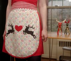 Retro-look Christmas apron -  http://flappergirlcreations.wordpress.com/2010/11/18/2010-retro-christmas-aprons/