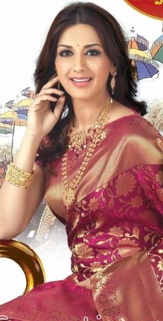 Sonali Bendre in Kanchipuram/ Kanjeevaram Silk, kanchipuram sarees are so beautiful, and the work,pattern, designs colours combos are so beautiful, Lol :D