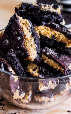 Peanut Butter Oreo Bark-- layers of crush oreo, creamy peanut butter filling, and rich chocolate! sallysbakingaddiction.com