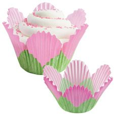 Wilton Petal Shaped Baking Cups, Pink: Fluted paper baking cups for lining cavities of muffin pans. A pretty pastel flower in full bloom! Perfect for shower, Mothers Day and birthday cupcakes! A quick, easy and fun way to dress up cupcakes. Petal Cupcakes, Cupcakes Flores, Green Cupcakes, Flower Cupcakes, Birthday Cupcakes, Making Cupcakes, Fairy Cupcakes, Yummy Cupcakes, Wilton Cake Decorating