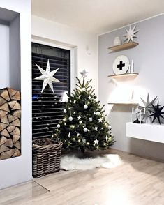 In this DIY tutorial, we will show you how to make Christmas decorations for your home. The video consists of 23 Christmas craft ideas. Small Christmas Trees, Nordic Christmas, Christmas Love, Christmas Design, Christmas Decorations To Make, Christmas Photos, Christmas Crafts, Xmas, Christmas Ideas