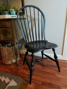Beautiful Hoop back windsor chair finished with milk paint. Buy one or a set. Windsor Dining Chairs, Dining Room Chairs, Old Sparky, Steam Box, Annie Sloan Graphite, Informal Dining Rooms, Chair Parts, Wood Working For Beginners, Diy Chair
