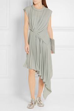 Gray-green georgette Concealed zip fastening at side 100% polyester Dry clean Designer color: Celadon Made in Italy