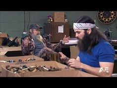Duck Dynasty: Si-amese Twins: Working on a Saturday -- The guys are called in to work on a Saturday, and they aren't to thrilled about it. -- http://wtch.it/lEHHY