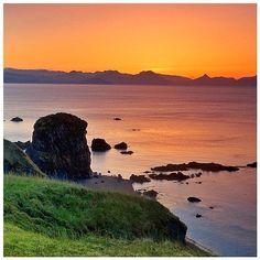 Kodiak Alaska アラスカ州 Kodiak Alaska, Beautiful World, Landscape Paintings, Ireland, Mountains, Sunset, Water, Travel, Outdoor