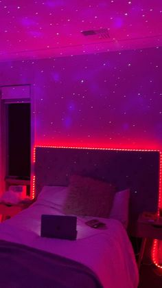 Neon Bedroom, Cute Bedroom Decor, Bedroom Door Design, Room Ideas Bedroom, Purple Bedrooms, Hipster Room Decor, Bedroom Small, Bedroom Inspo, Chill Room