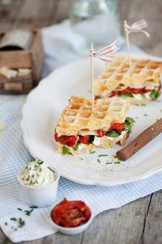 savoury waffles with tomato and parmesan / Herzhafte Waffeln mit Tomaten und Parmesan