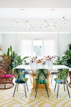 vibrant styling ideas from a pastel-perfect Spanish apartment Spanish Apartment, Tree Chair, Decoracion Vintage Chic, Eclectic Decor, Dining Room Design, Upholstered Chairs, Home Decor Styles, Decoration, House Colors