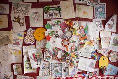 Selbstgemachte Bilder. Beteiligt euch an dem Meisterwerk im Sonnhof #Kidsclub. Eure Malereien warten darauf, dass sie alle betrachten können.