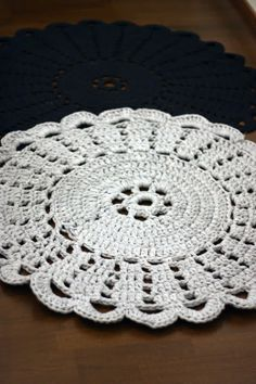 Crocheted Rug by Sort of pink  (pattern here http://www.kangasaitta.fi/kangasaitta/web.nsf/pages/240E070089337443C22577AC006D4389/$file/Virkattu_matto_10062011.pdf)