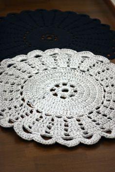 Crocheted Rug by Sort of pink  (pattern here http://www.kangasaitta.fi/kangasaitta/web.nsf/pages/240E070089337443C22577AC006D4389/$file/Virkattu_matto_10062011.pdf)