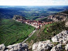 Hoy 22/04 celebramos el #DiadelaTierra ¿te imaginas disfrutarlo desde el 3er. pueblo más alto de España? Esto es #Gúdar! www.apartamentogudar.com www.gudarsierraaventura.com