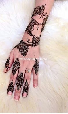 Image in Henna ❤❤ collection by Princess on We Heart It Finger Henna Designs, Mehndi Designs 2018, Mehndi Designs For Beginners, Modern Mehndi Designs, Mehndi Design Pictures, Dulhan Mehndi Designs, Mehndi Designs For Fingers, Arabic Henna Designs, Beautiful Mehndi Design