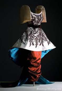 Fashion is compelling. In the Philippines, fashion history reflects a heritage of artistry and sophistic. Fashion History, Fashion Art, Vintage Fashion, Modern Filipiniana Gown, 50th Wedding Anniversary Decorations, Filipino Fashion, Oriental Fashion, Oriental Style, Photo B