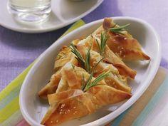Käseecken mit Rosmarin ist ein Rezept mit frischen Zutaten aus der Kategorie Filoteig. Probieren Sie dieses und weitere Rezepte von EAT SMARTER!