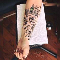 43 Kreative Crown Tattoo-Ideen für Frauen - Tattoos - Tattoos for women Arm Tattoos For Women Forearm, Crown Tattoos For Women, Tattoos For Women Half Sleeve, Forearm Sleeve Tattoos, Women Sleeve, Tattoo Arm, Sleeve Tattoo Women, Arm Tattoo Ideas, Girly Sleeve Tattoo