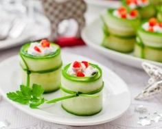 I was thinking, use dill and smoked salmon rather than beets? Cucumber Cups with Roasted Beets and Yogurt Dressing roasted beats sound gross! but you can use the greek yogurt with any other veggy to stuff them! Tapas, Cucumber Cups, Cucumber Bites, Wedding Appetizers, Tiny Food, Appetisers, Beets, Food Inspiration, Gastronomia