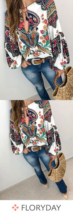 Floral casual V-neckline long sleeve blouses, floral tops, trendy, stylish. Cute Fashion, Look Fashion, Fashion Outfits, Womens Fashion, Fashion Blouses, Look Boho, Look Chic, Looks Camisa Jeans, Cool Outfits