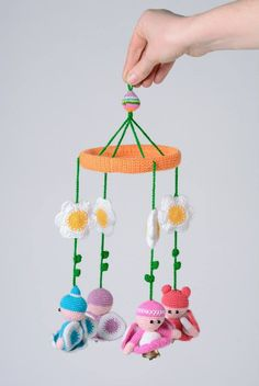Móviles a Crochet Crochet Baby Mobiles, Crochet Mobile, Chat Crochet, Crochet For Kids, Mobiles For Kids, Crochet Wall Hangings, Crochet Baby Boots, Baby Sewing Projects, New Baby Products