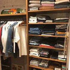 Wardrobe Storage, Closet Shelves, Walk In Closet, Bed Design, Store Design, My Room, Room Inspiration, Diy Home Decor, Living Spaces